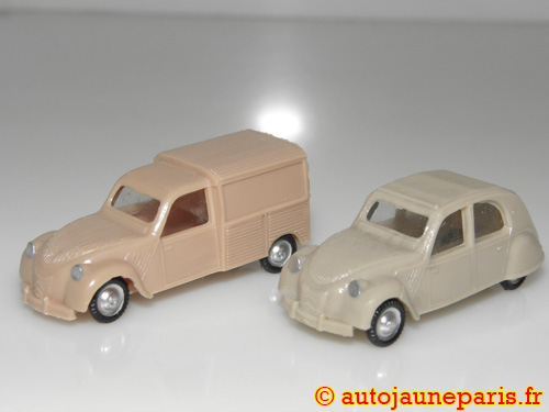 2cv lot de deux miniatures (berline et camionnette)