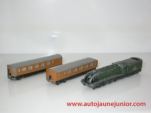 Dinky Toys GB train avec  2 wagons